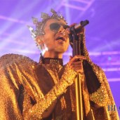 bill-kaulitz-covered-in-gold-tokio-hotel-live-2015